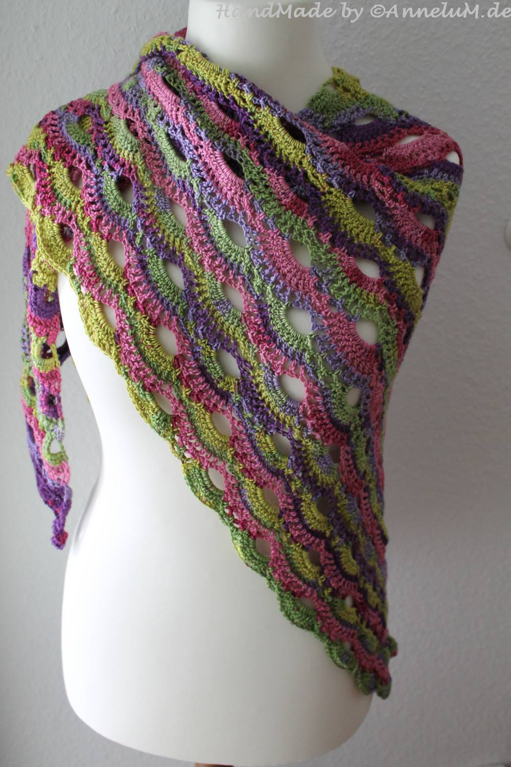 Crochet Pattern Virus Shawl : Virustuch on Pinterest Woolpedia, Crochet Geek and Cloths