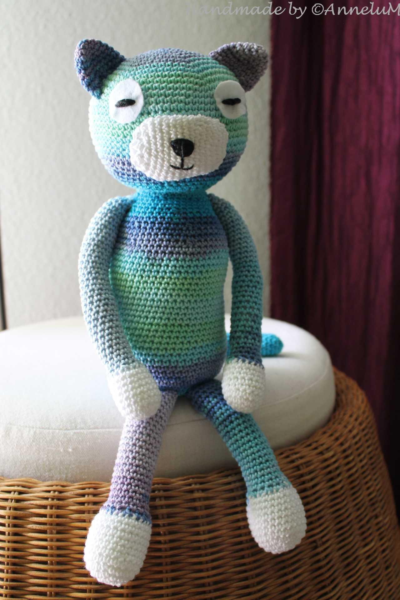 Large Ami Cat crochet pattern - Amigurumi Today | 1920x1280