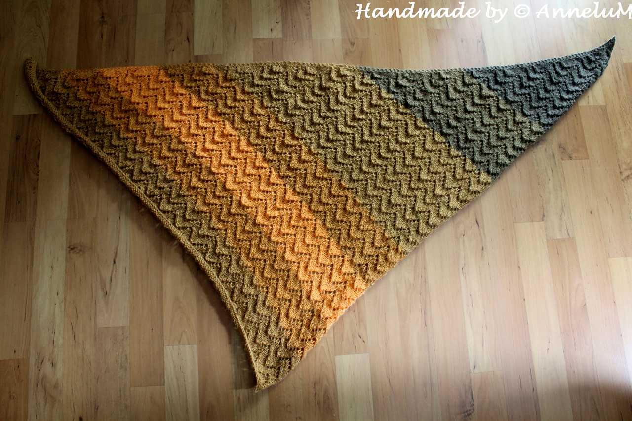 Asymmetrisches Dreieckstuch Handmade by AnneluM
