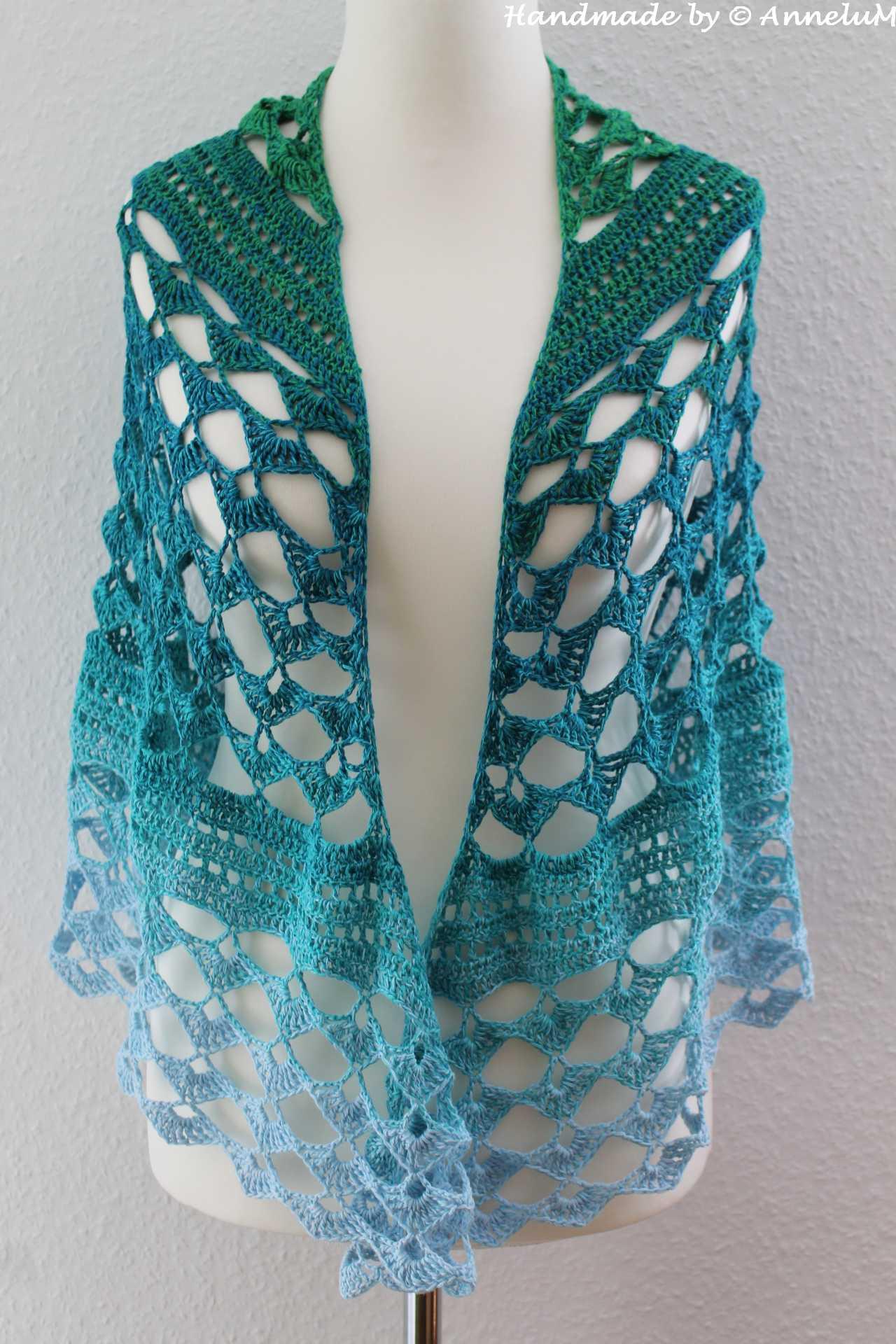 Summer Night Schal mit Farbverlaufswolle hellblau zu grün verlaufend.