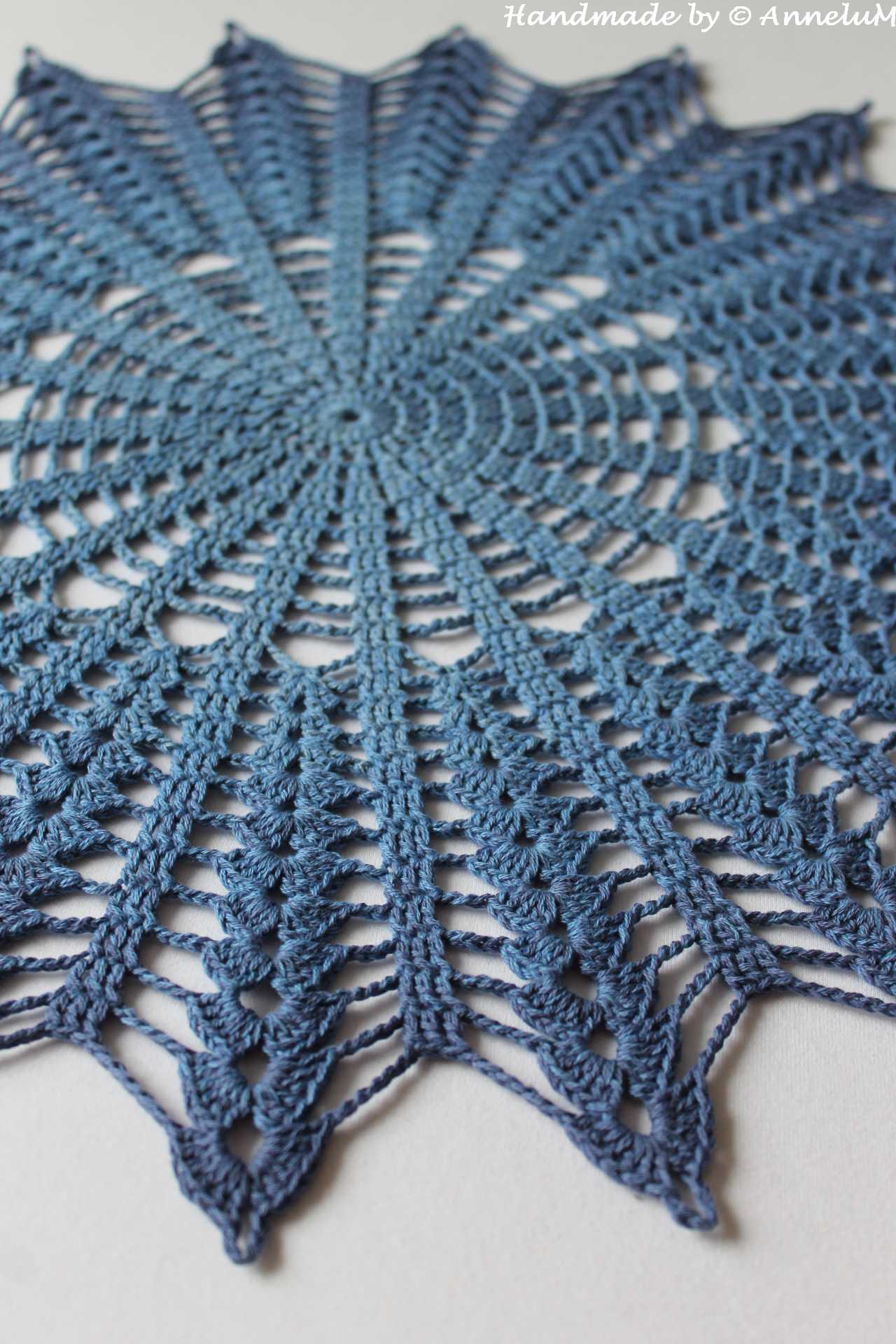 Blaues Deckchen Handmade by AnneluM